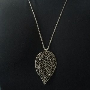 Jewelry - Leaf Pendant Necklace